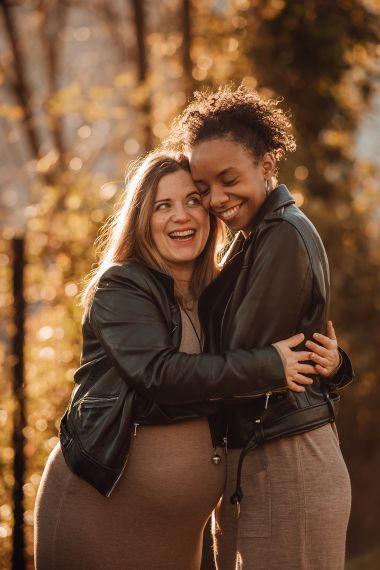 L'amour d'Astrid et América | Séance grossesse à domicile