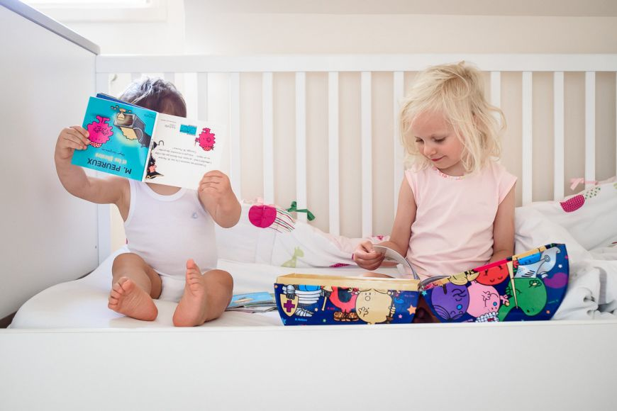 Portrait Lifestyle de ces deux enfants ! Photo @Sybil Rondeau Trouver votre photographe sur www.regardauteur.com #enfant #frere #soeur #fun #accessoire #portrait #lifestyle #photographe #photography #photographie #regardauteur