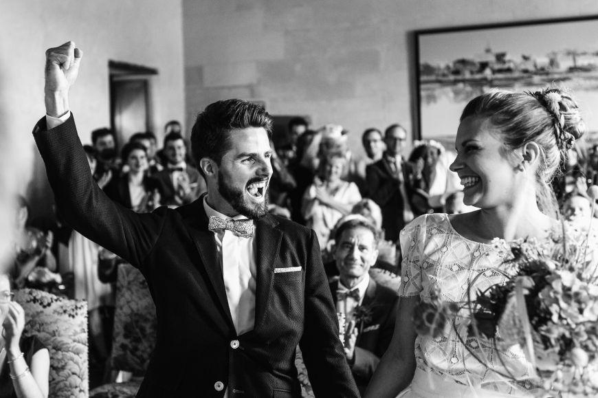 Echanges des voeux tout pleins de joie. Photo @Fiori Jérémy Trouver votre photographe sur regardauteur.com   #mariage #wedding #sayyes #cérémonie #mariée #marié #amour #love #inspiration #photographie #photography #photographe #photographer #regardauteur