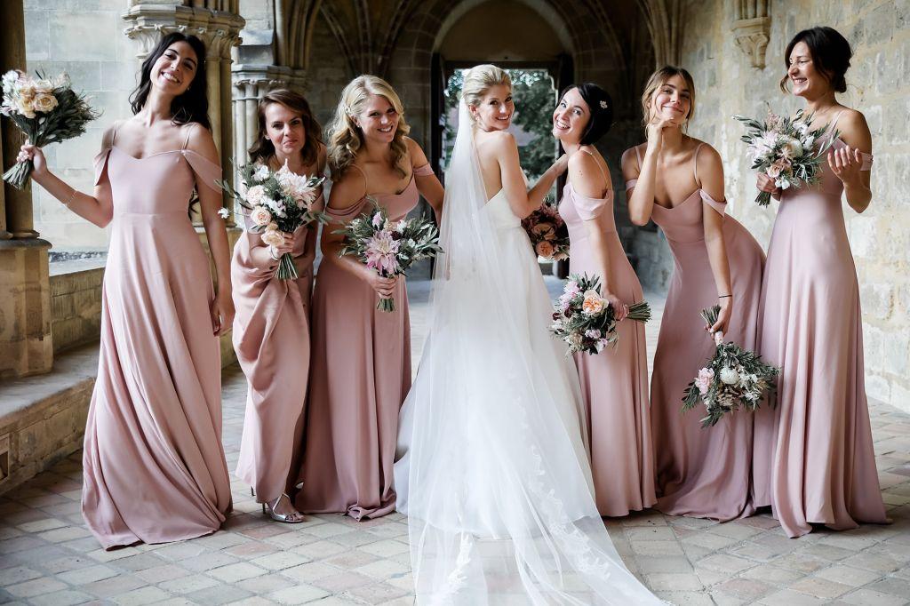 La mariée et ses bridesmaides. Photo @Julien Laurent Georges  Trouver votre photographe sur regardauteur.com  #mariage #wedding #mariée #bride #bridesmaides #copines #inspiration #dress #photo #photographie #photography #photographe #photographer #regardauteur