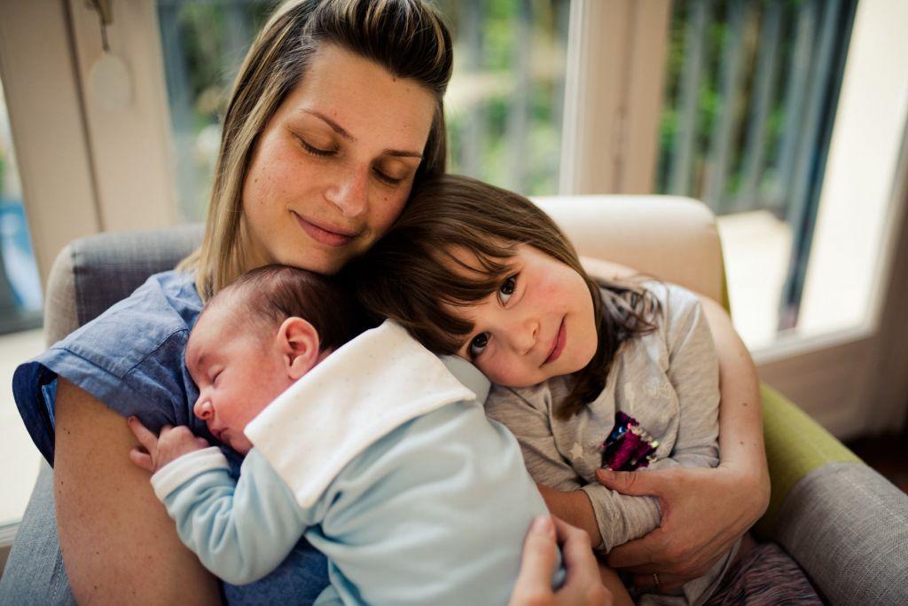 Shooting photo famille mère avec ses deux enfants
