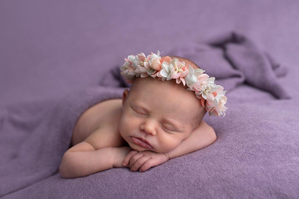 shooting photo bébé décor violet