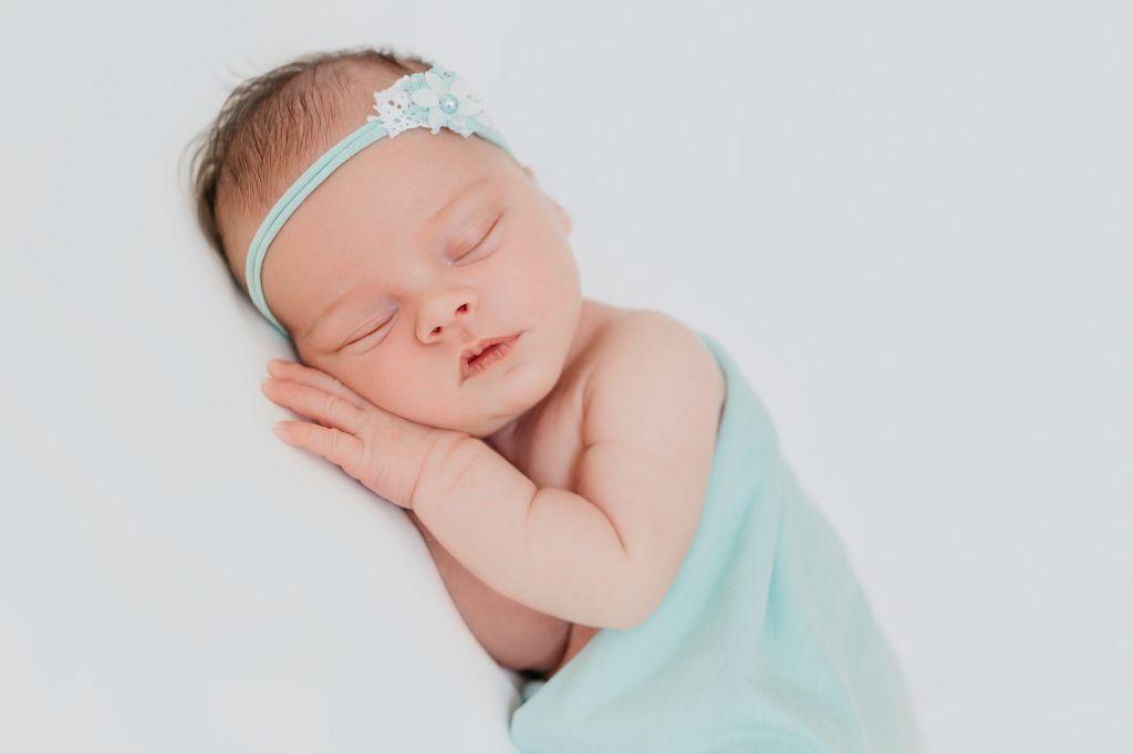 shooting photo bébé qui dort en bleu