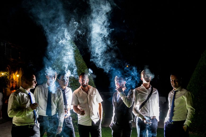 photo originale de groupe fumeurs contraste