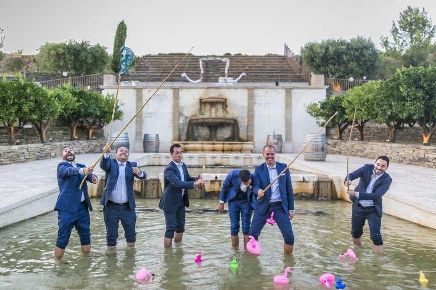 photo de groupe originale les pieds dans l'eau