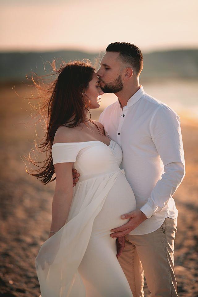 Photo grossesse couple plage