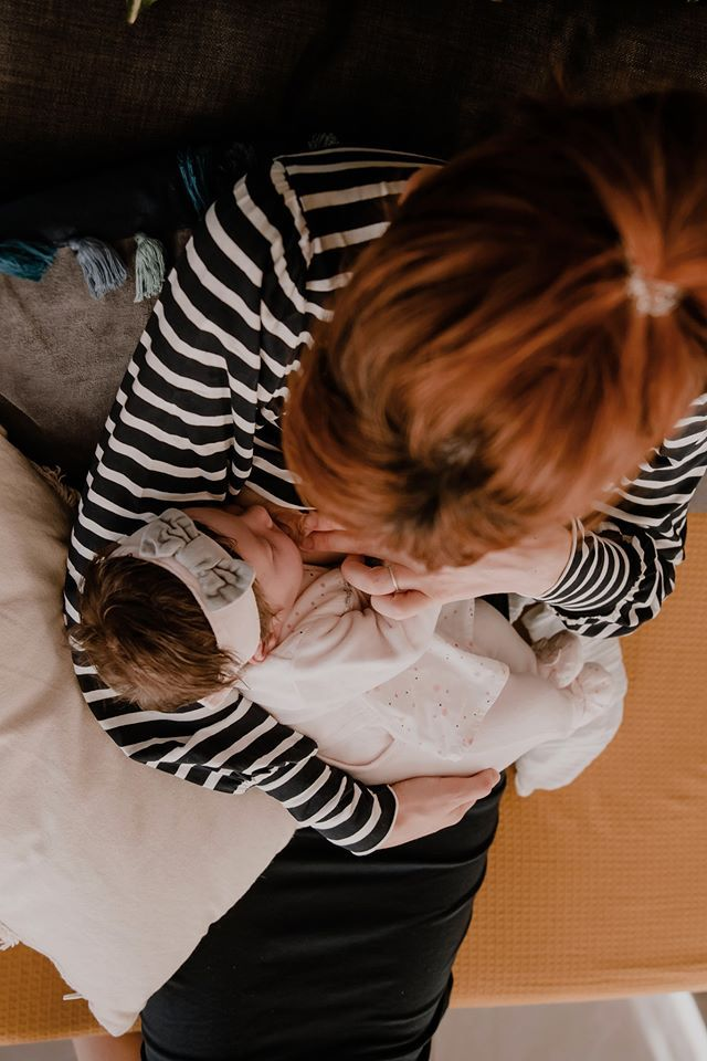 photo maman bébé l'heure du sein