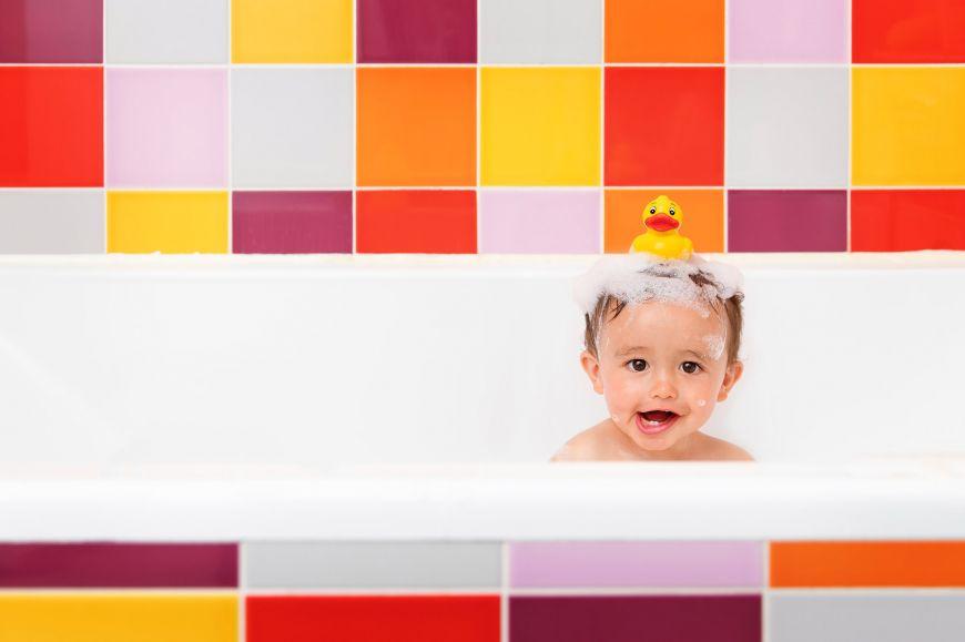 portrait enfant couleurs bébé baignoire