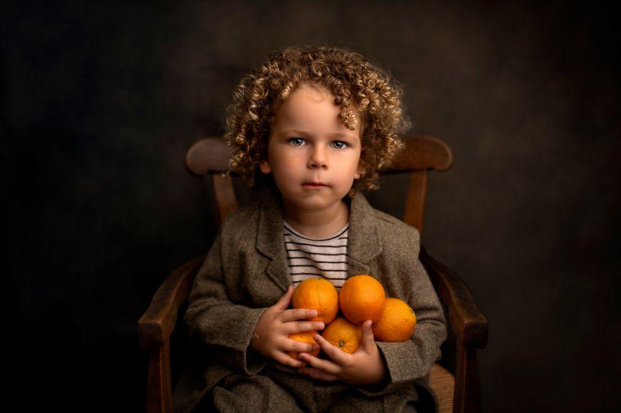 portrait enfant garcon couleurs orange