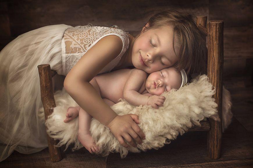 portrait enfant deux sœurs tendresse