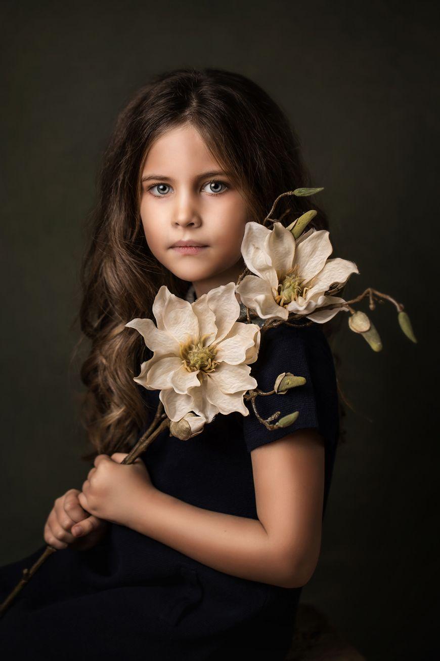 portrait enfant jeune fille fleur