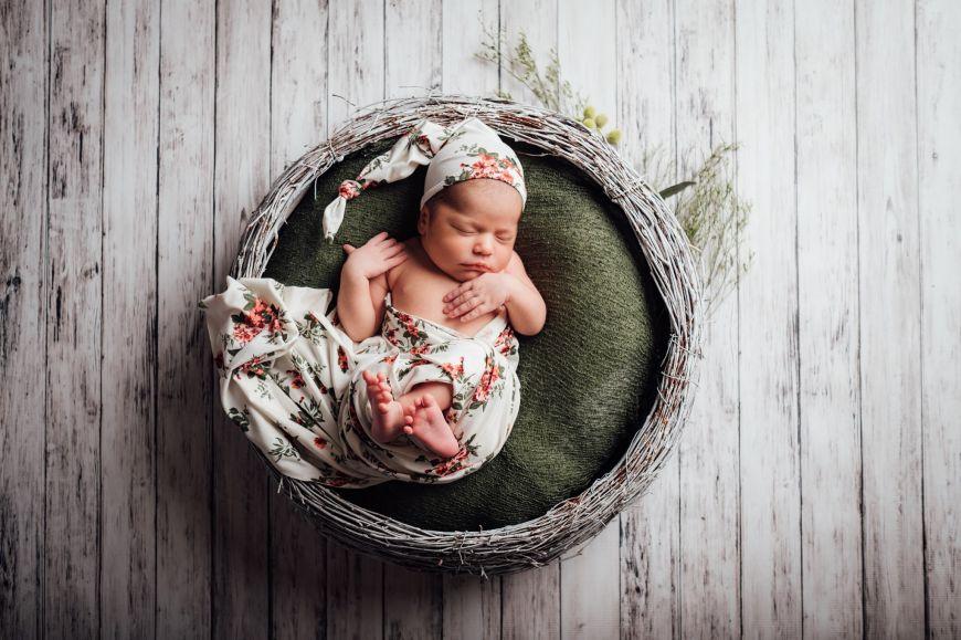 Photo bébé naissance panier