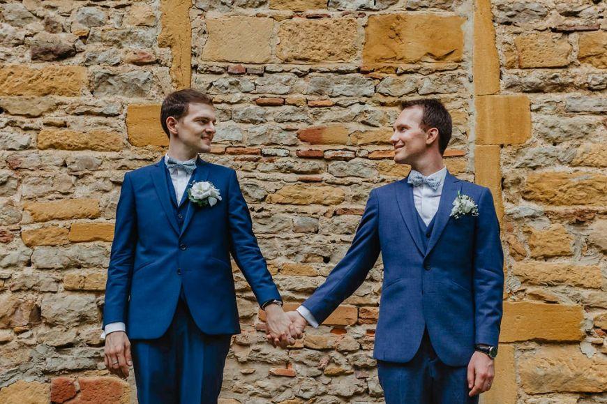 L'union fleurie de Samuel & Mathieu | Photographe mariage au Château de Courbeville près de Chessy