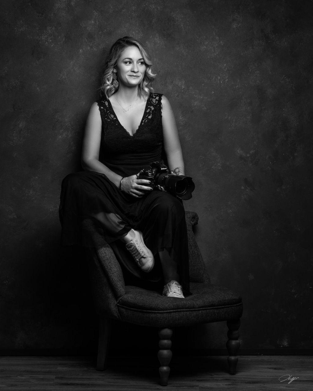 Portrait de la photographe grossesse Melanie Cassandre par Thibault Chappe